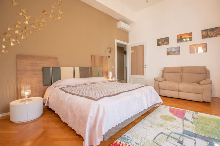 Bright and spacious apartment in downtown Verona