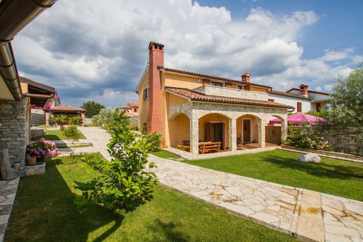 Villa with pool in central Istria - Barban - House