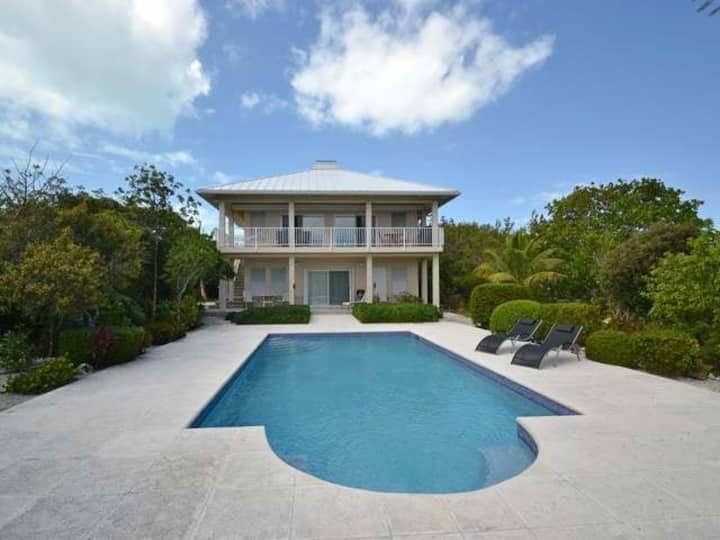 Breezy, eco-friendly, with pool and lagoon view