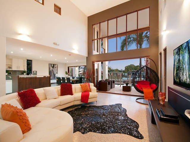 GIVEAWAY!! @ LUX VILLA -LUXURIOUS - Broadbeach Waters - Villa