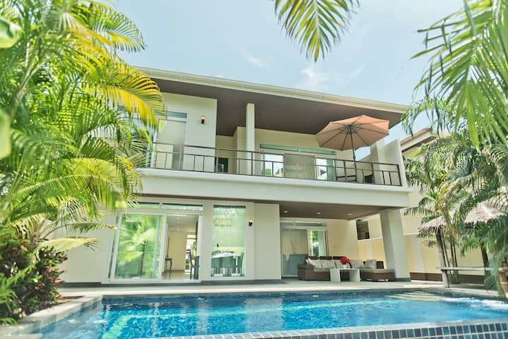 Private Pool Jacuzzi 4 Bedroom Villa T01
