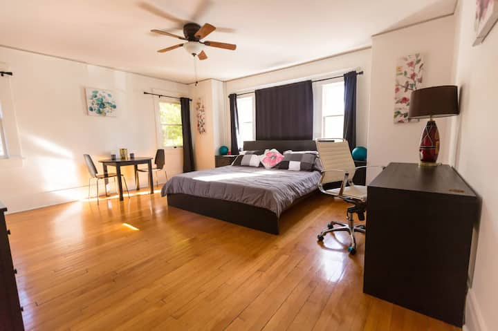 Large Cozy Private Bedroom near Universal Studios