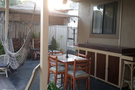 Comfortable room close to everything - Revesby