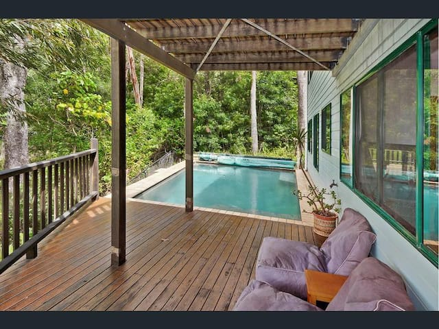 Coolum with ocean views & a pool - Mount Coolum - Rumah