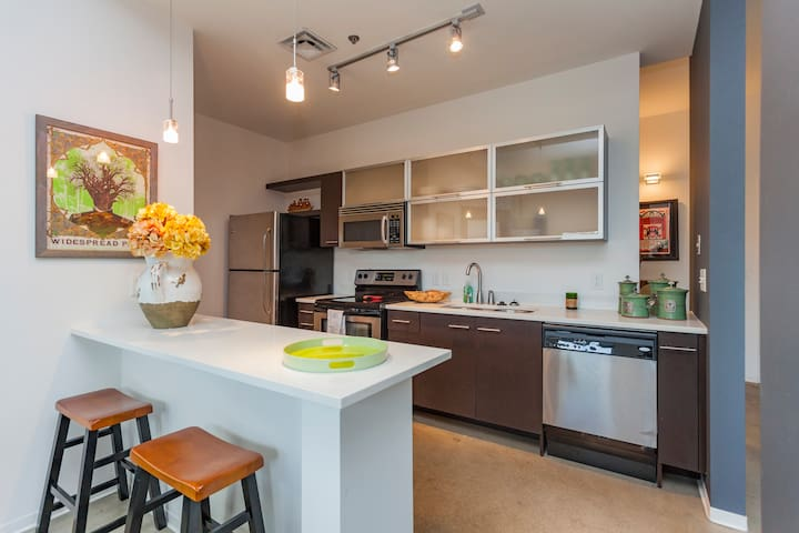 Downtown / East Nashville Condo, Great Location!