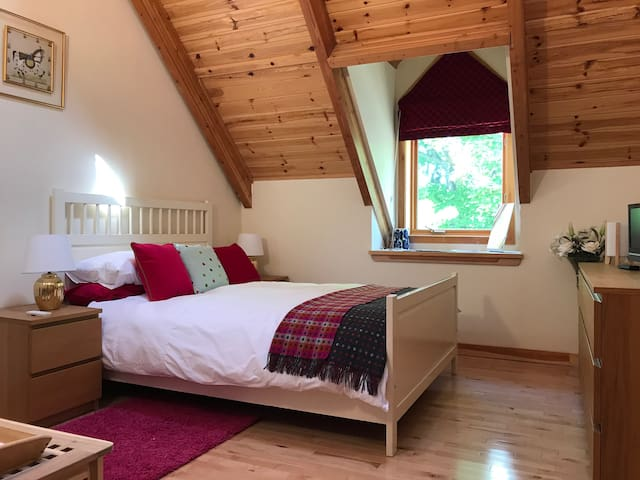 Modern, light and cosy double room