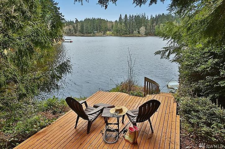 Lakeside Retreat on Goss Lake