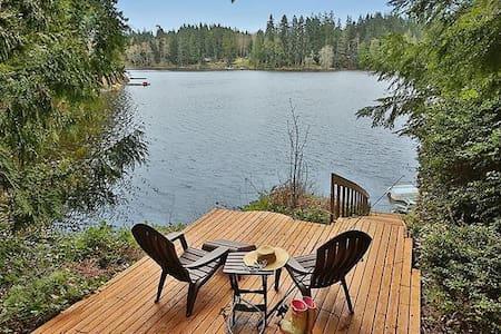 Lakeside Retreat on Goss Lake