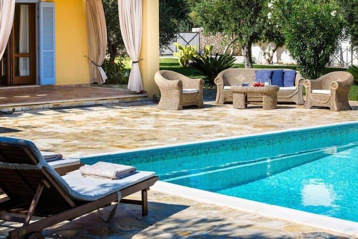 Villa con piscina -3 camere-3 bagni
