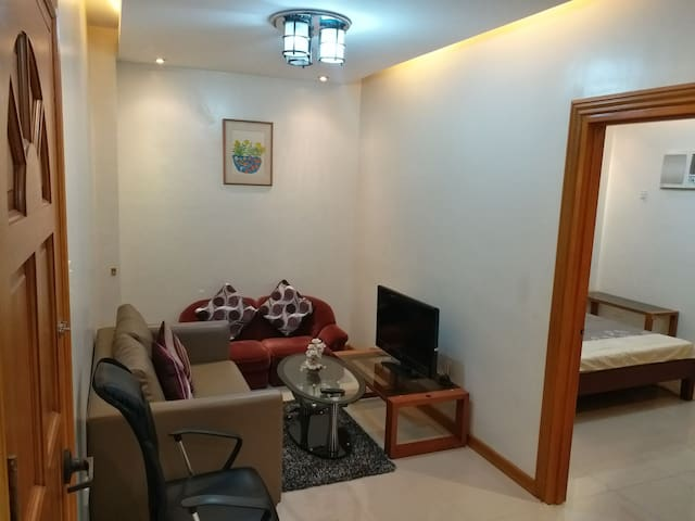 1 Bedroom With Balcony Apartment Clark Fast Wifi