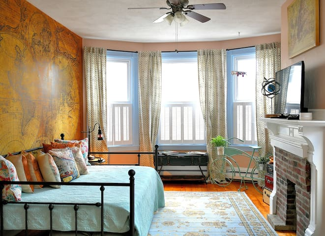 5⭐ Couples Flat in Gaslight District + Parking