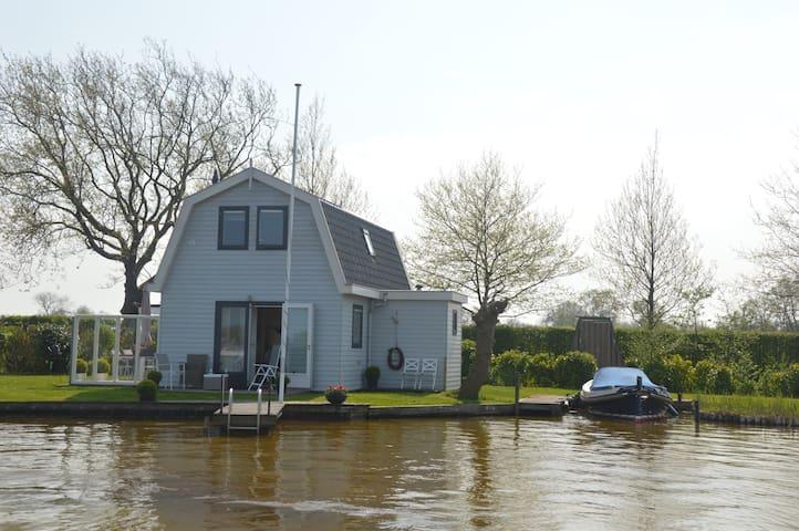 Cottage at the Reeuwijkse Plassen (lake)