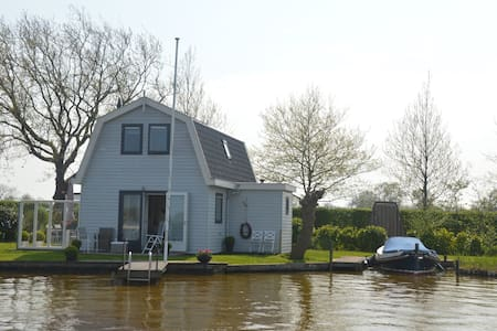 Cottage at the Reeuwijkse Plassen (lake)