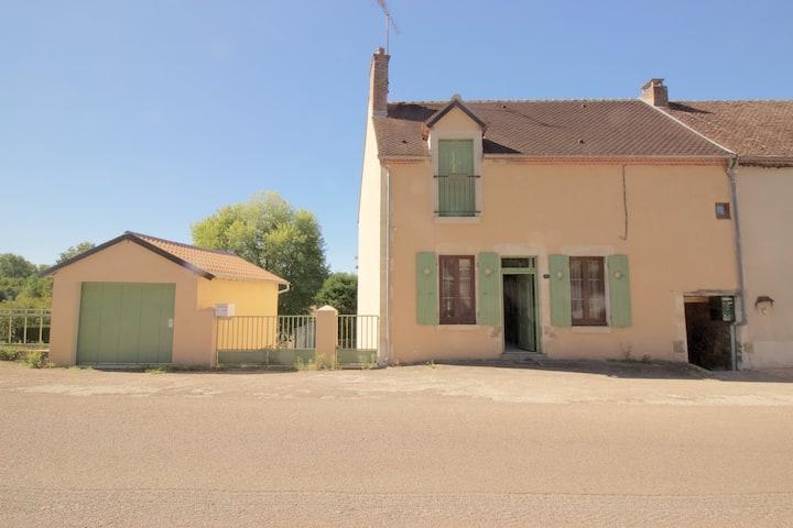 Jolie petite maison de ville à Arquian