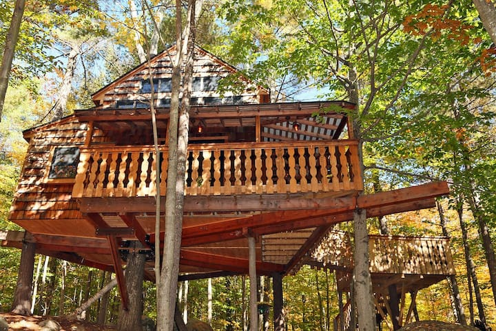 Amazing Two-Story Treehouse Near Skiing and Lake - Newbury - Casa na árvore