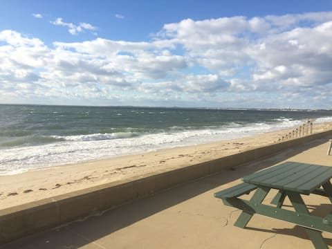 PRIVATE beach, stunning sunsets, 1 BR condo, WIFI