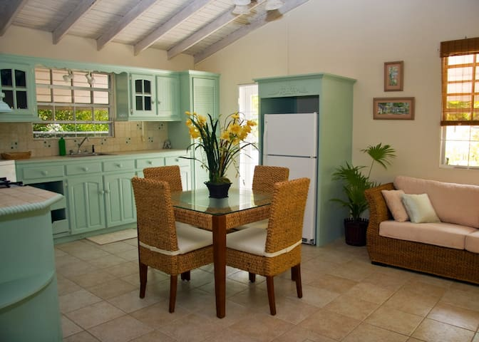 Comfy & Private South Coast Cottage - Bridgetown - Cabaña