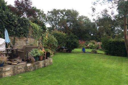 Grange Court - double bedroom with ensuite - Rawdon - Casa