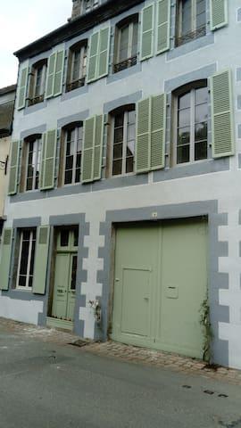 Ti FEUNTEUN ARGOAT(maison des fontaines en breton)