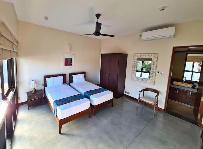 Twin bedroom - 3