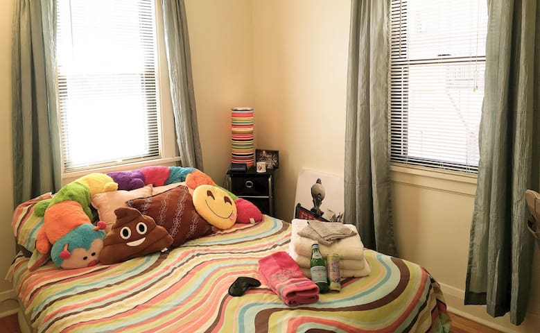 GUEST BR #2 quiet corner guest bedroom double++ very comfy memory foam mattress sleeps 2  (ceiling fan, overhead lighting, table lamps, desk, storage, windows open, AC in summer, blackout shades)