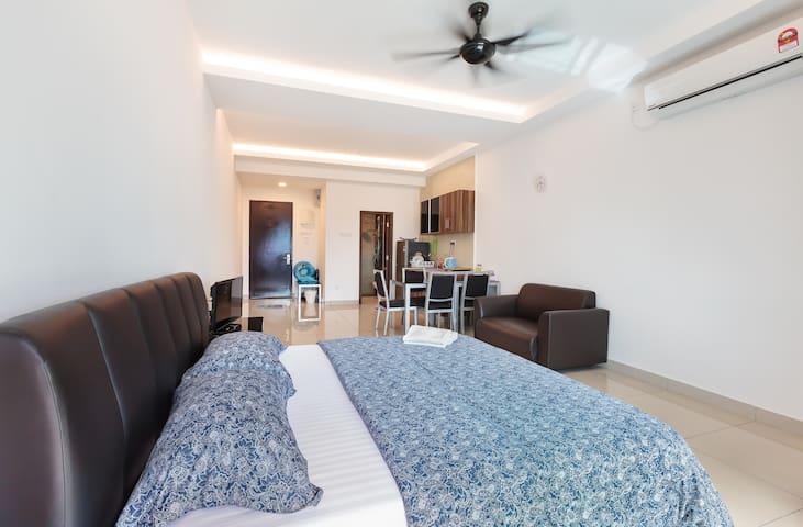 Cosy Homestay Suites @ Kempas Condo