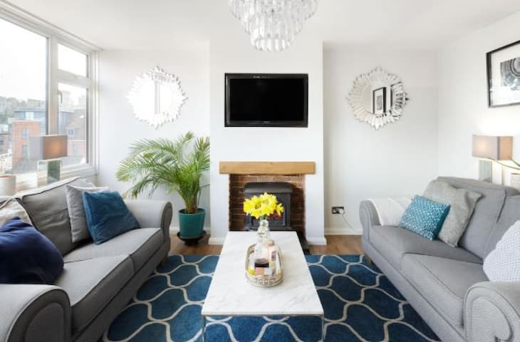 Private Room Chic Apartment Eton - Amazing Views