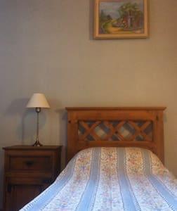 Nice Bedroom with Private Bathroom. - Còrdova - Casa