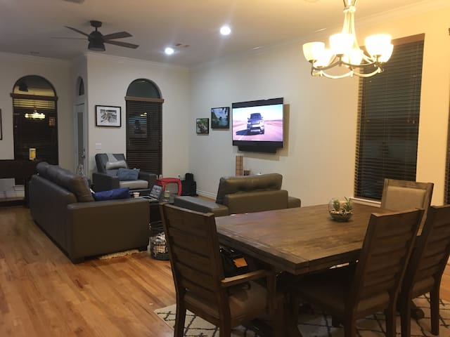 East Downtown - SuperBowl Pad. Whole House to you! - Houston - Townhouse