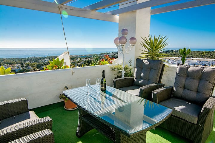 Calahonda Penthouse - Stunning Views in Calahonda