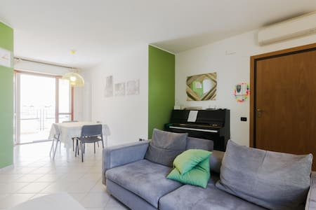Bedroom in a flat 500 meters from the sea. - Tortoreto Lido