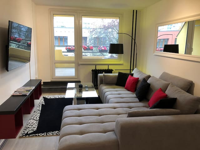 Very cozy apartment-12 minutes from the center.