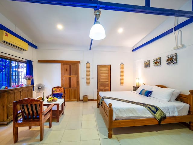 Cozy private house1. In old city / 50% discount