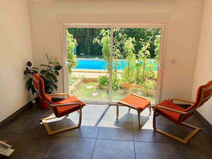 Studio indépendant dans maison solaire