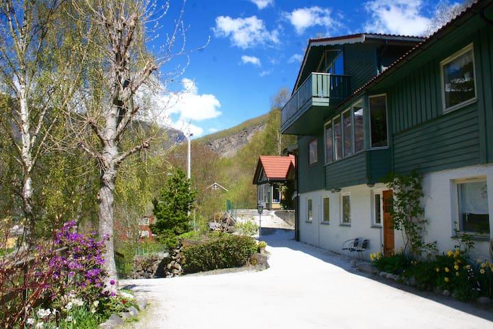 Lovely apartment located next to Flåmsbana (apt 1)