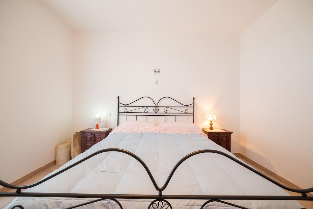 Stanza matrimoniale con vista sul mare e delle isole Eolie  Room A