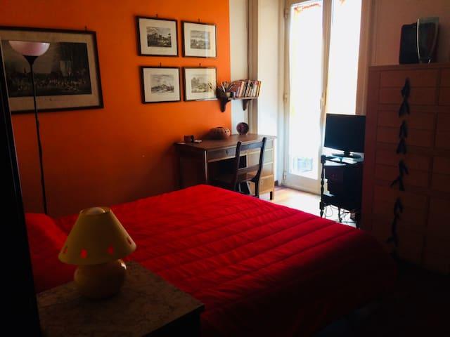 camera in appartamento nel centro della città