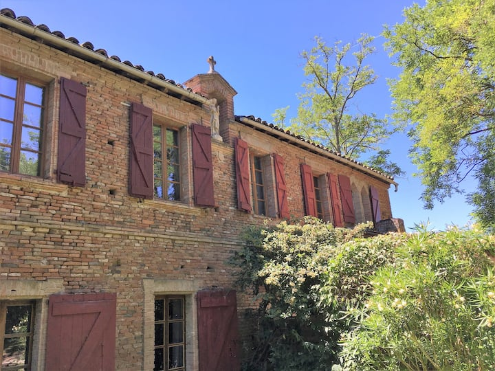 House with pool near Toulouse sleeps 8