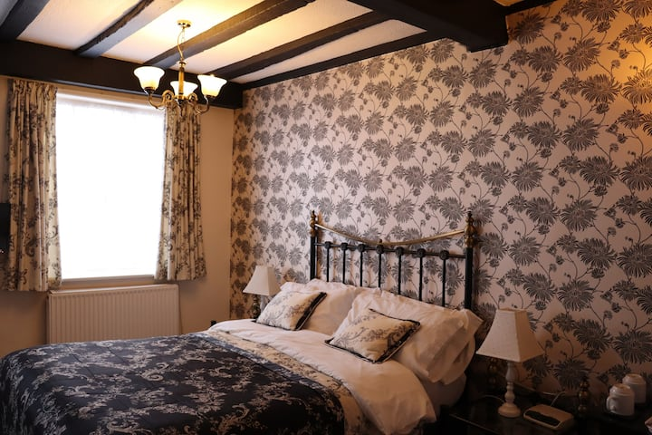 Characterful room in central B & B