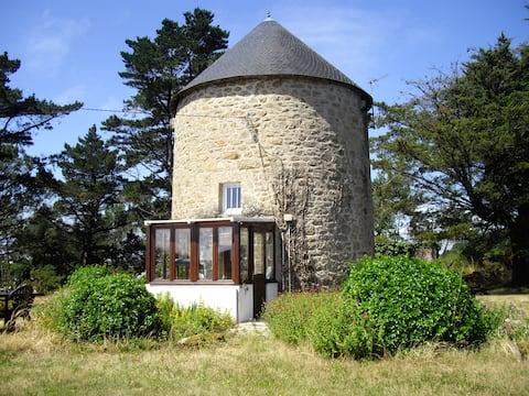Authentique moulin sur les bords de la rivière