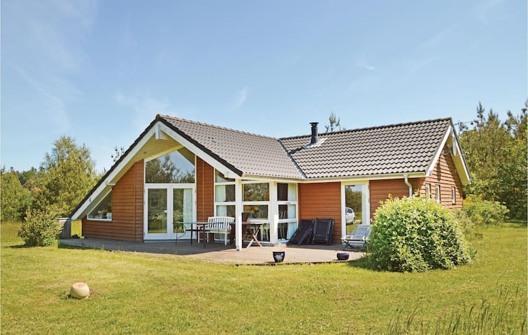 Holiday cottage with 2 bedrooms on 87 m² in Skals