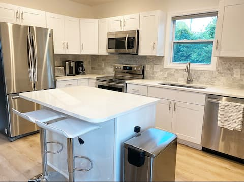 Newly Renovated Home! 5min from Airport & Downtown