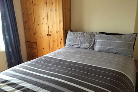 Cosy Private Double Room near City - Ballincollig  - Casa