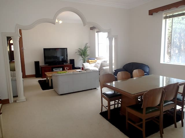 Enoy your Quite & Clean Room in Heart of Randwick - Randwick - Casa