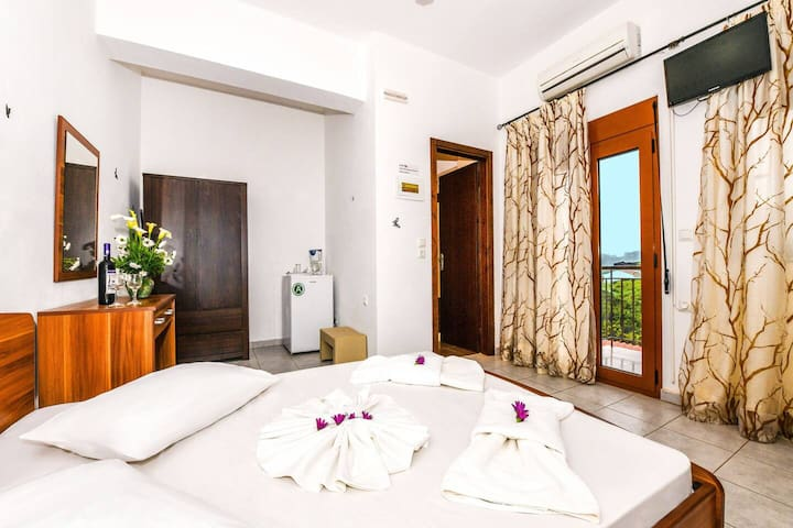 En Plo Seafront Rooms | Falassarna with Sea View 3