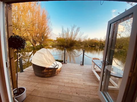 Gorgeous Bruton chic lakeside Boat House.
