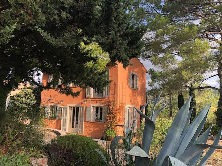 Bastide provençale entre Méditerranée et Verdon