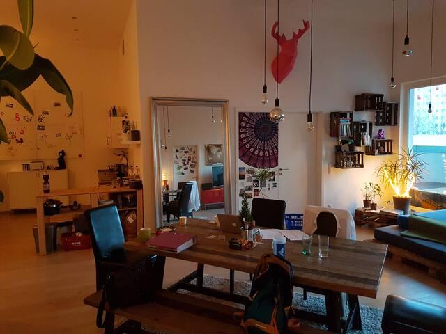 WG Zimmer im Loft/zentru (Hidden by Airbnb) ah (Berlin Lichtenberg)