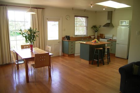 Heritage Forest Cottage + Studio  - Free NBN - Invermay
