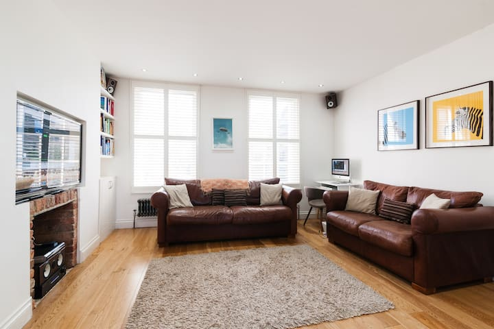 Private bedroom in Period Maisonette